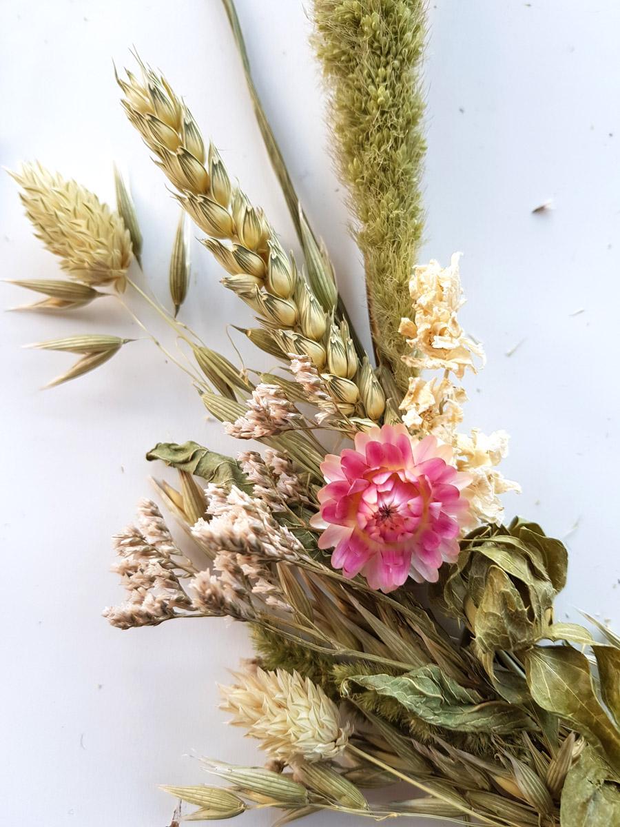 droogbloemen-krans-diy-opvullen-gaten